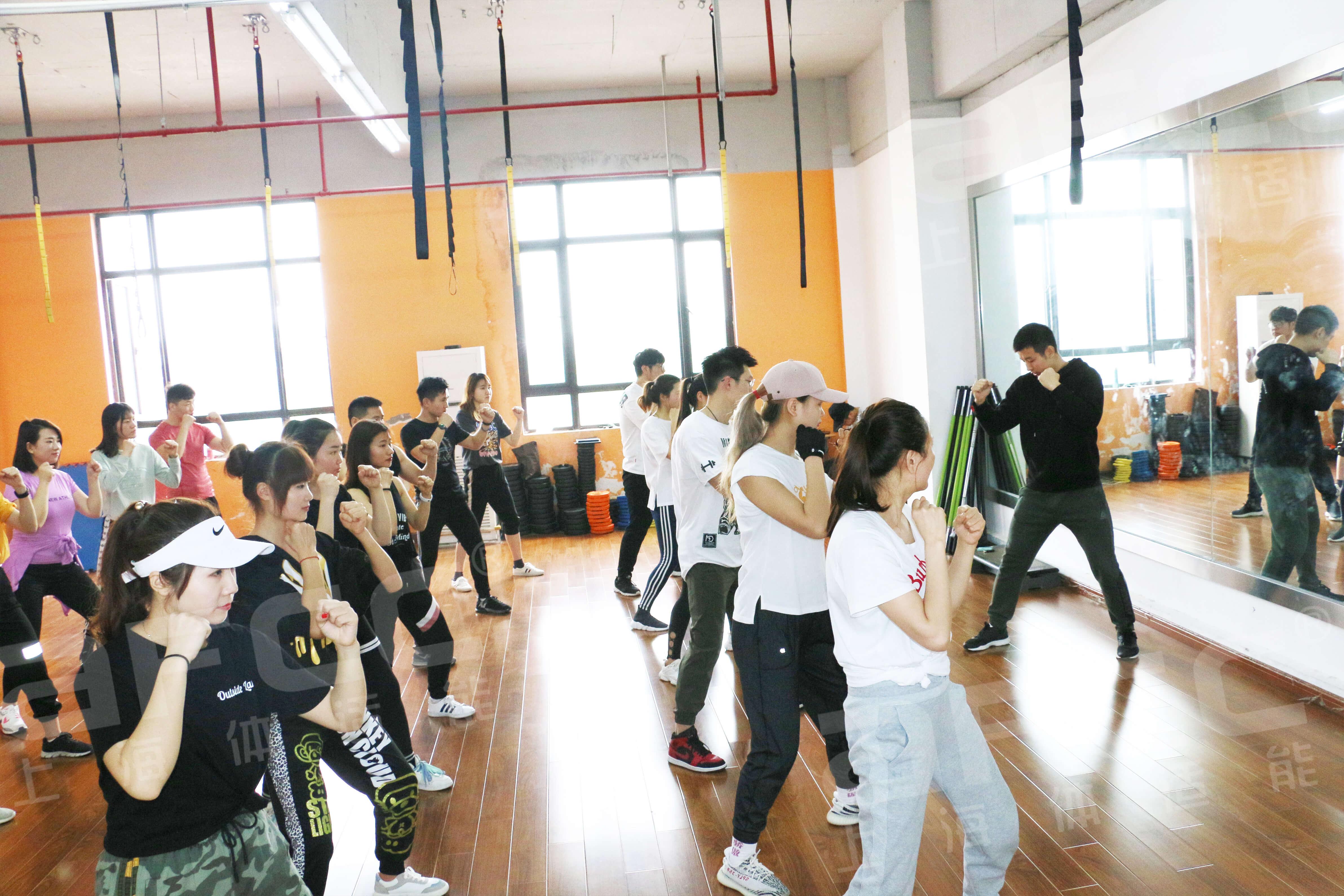含搏击操技能鉴定证书,由国家体育总局指定培训机构颁发