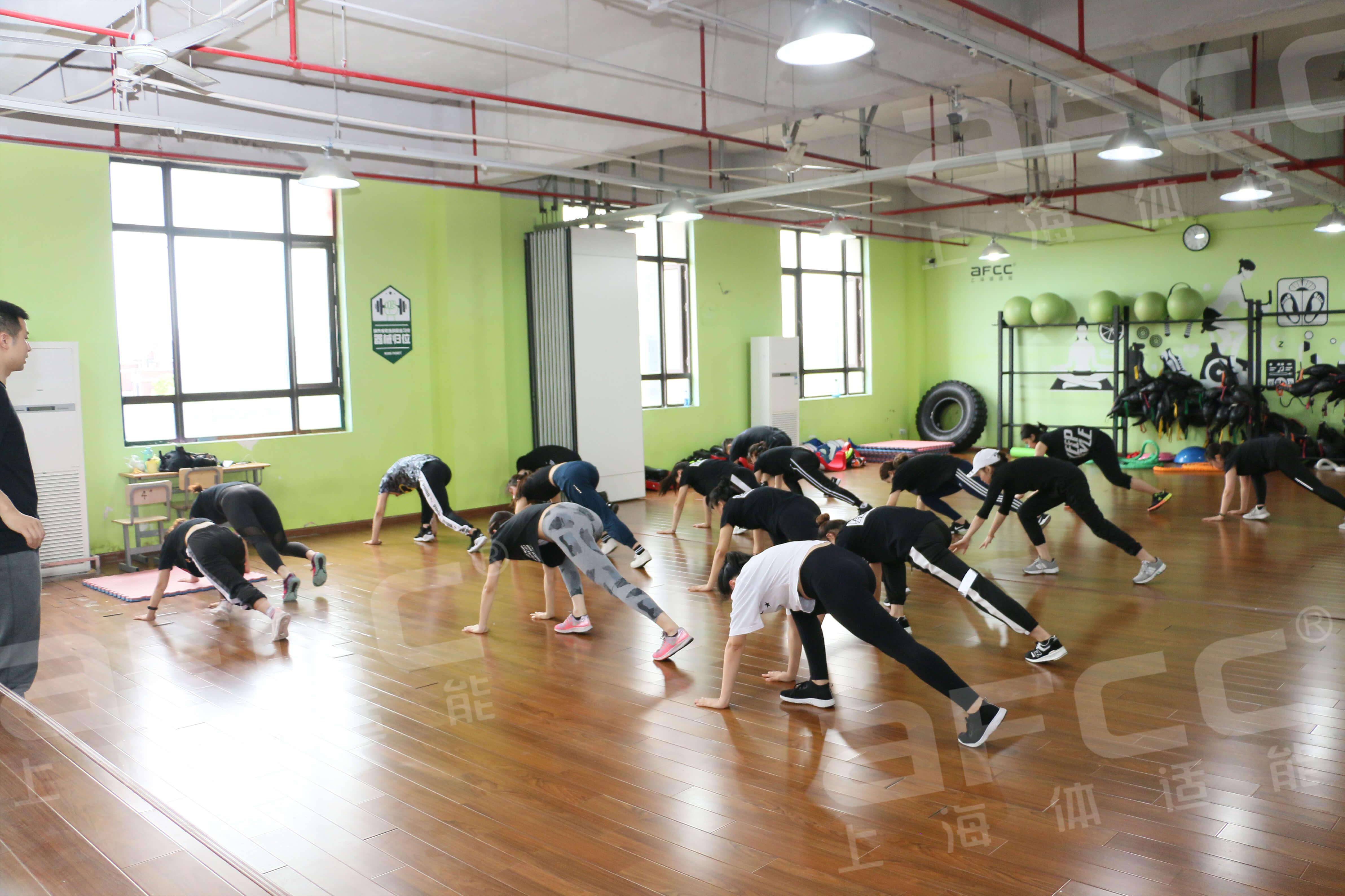 普拉提是一种舒缓全肌肉及提高人体躯干控制能力的课程