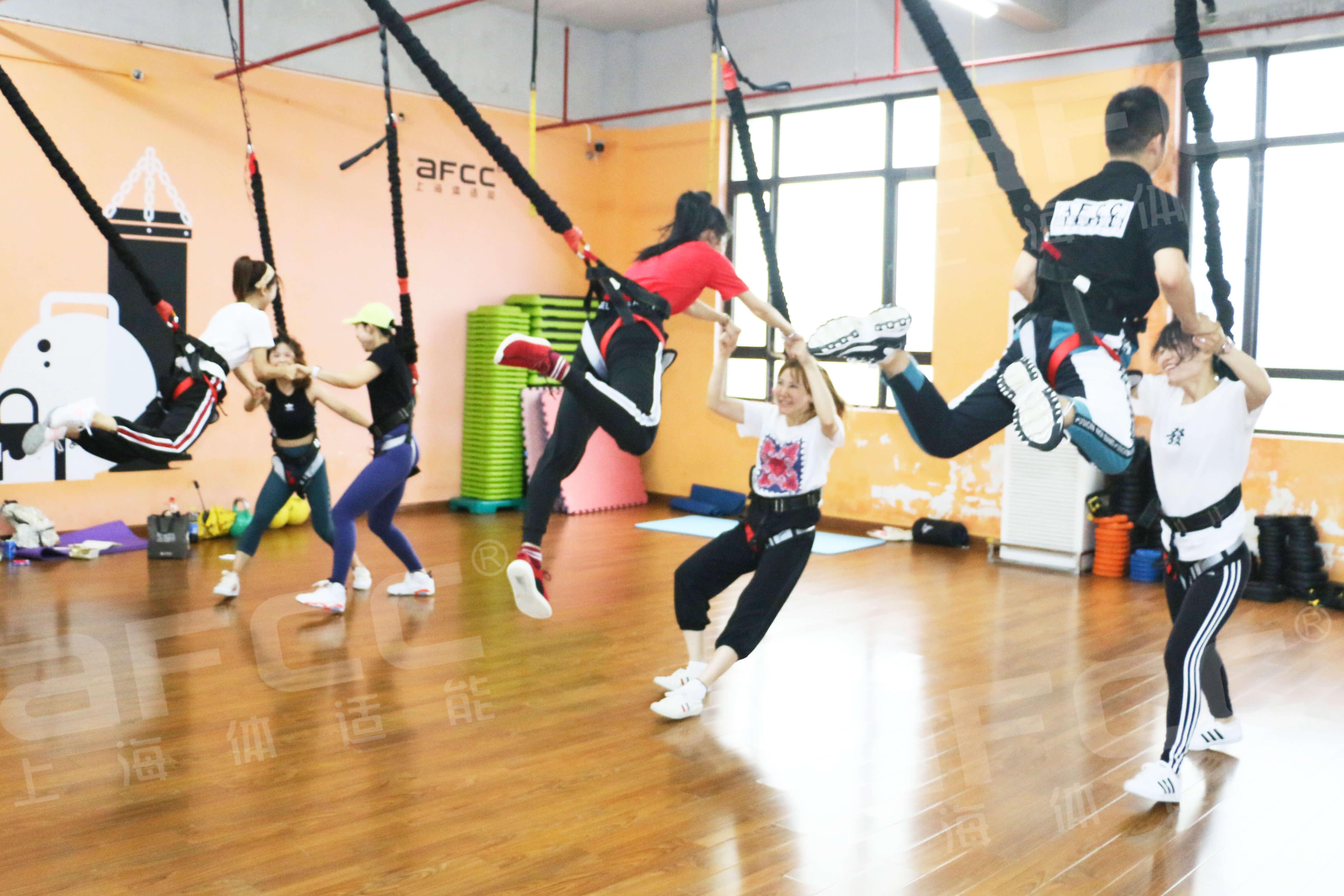长期坚持蹦床运动,有助于促进新陈代谢提高和改善脂肪氧化