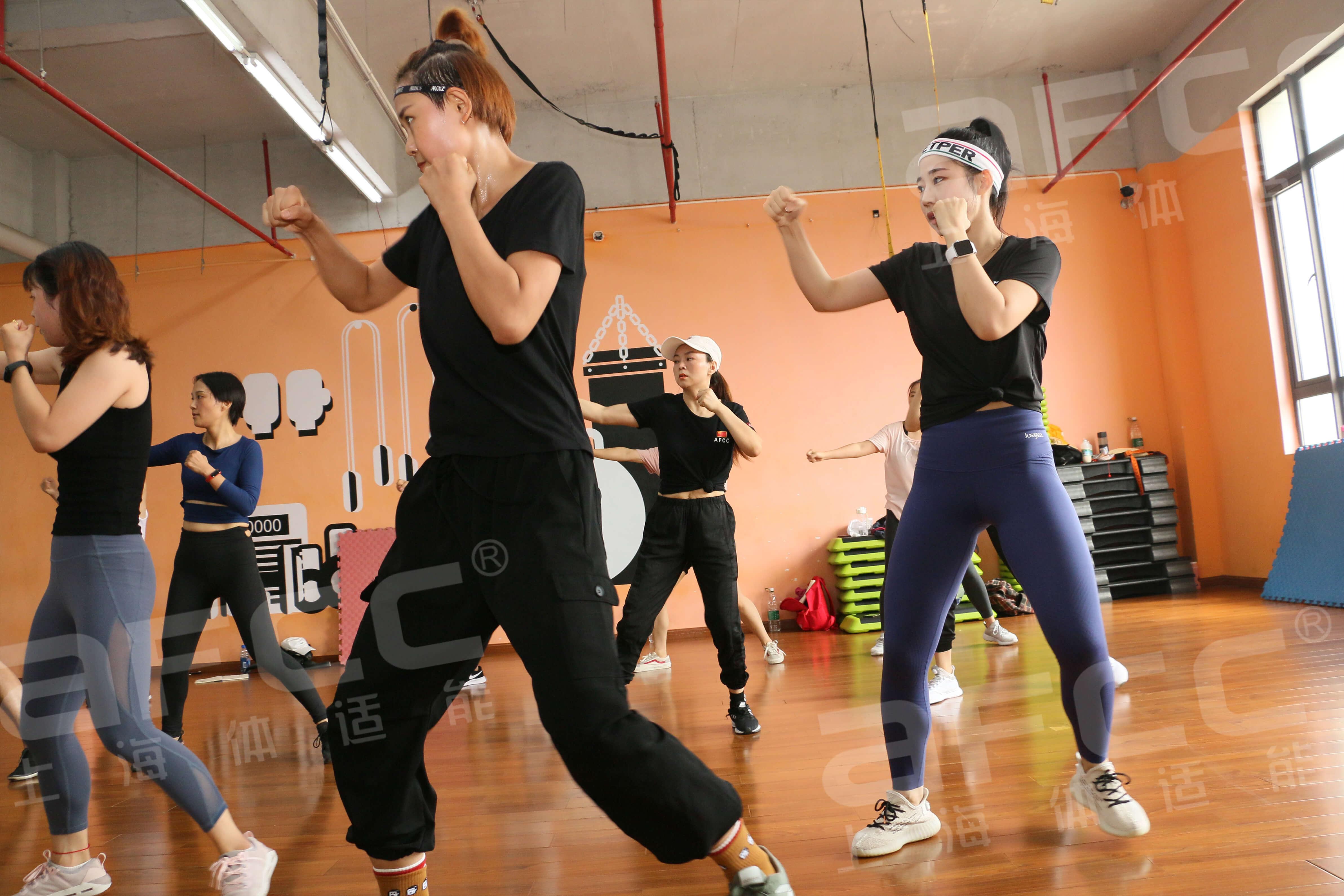 大幅度的蹦床跳跃运动可有效帮助血液循环