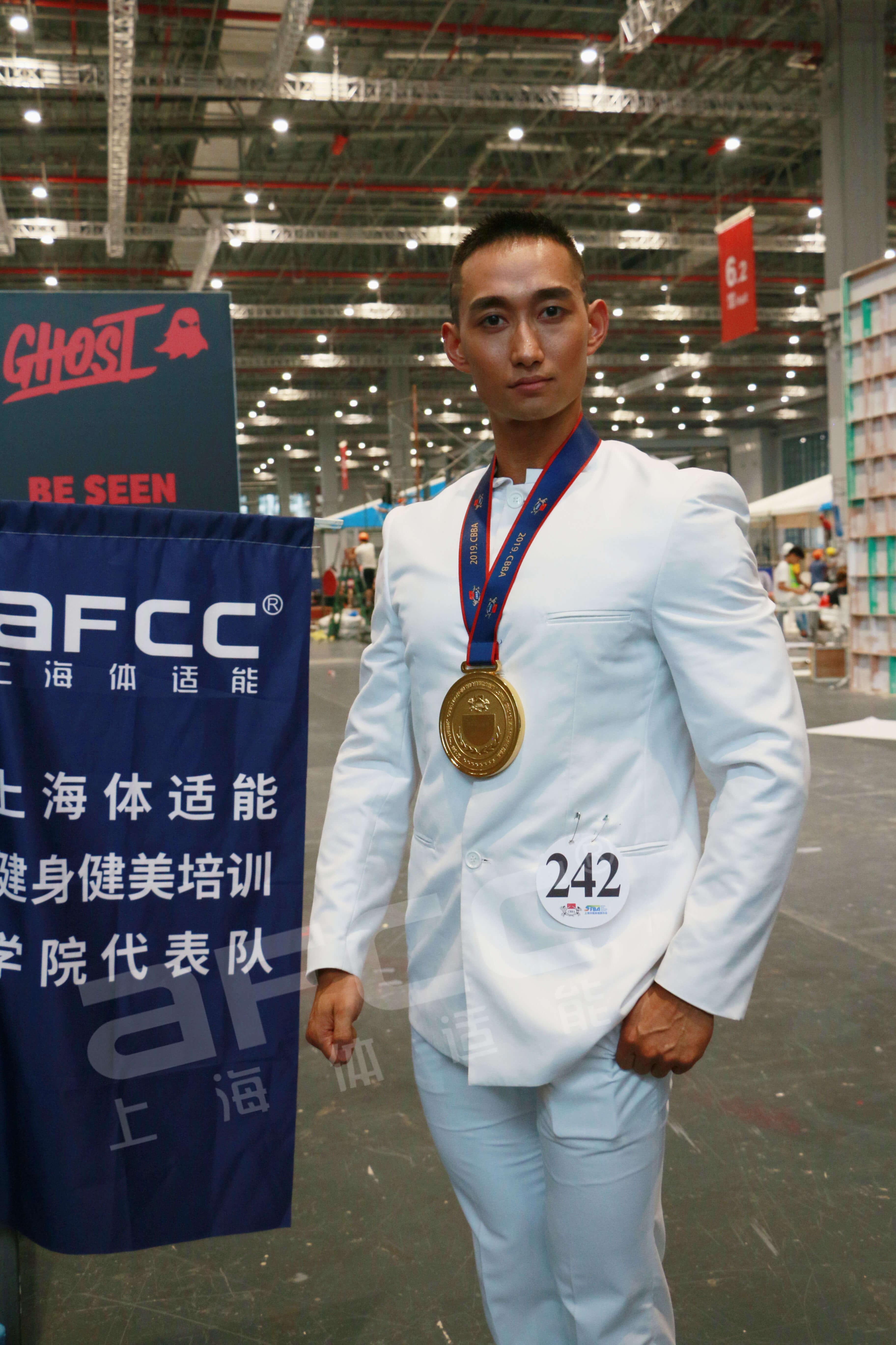 上海健身健美协会体适能健身学院代表队——杨枭男子健身模特全场冠军