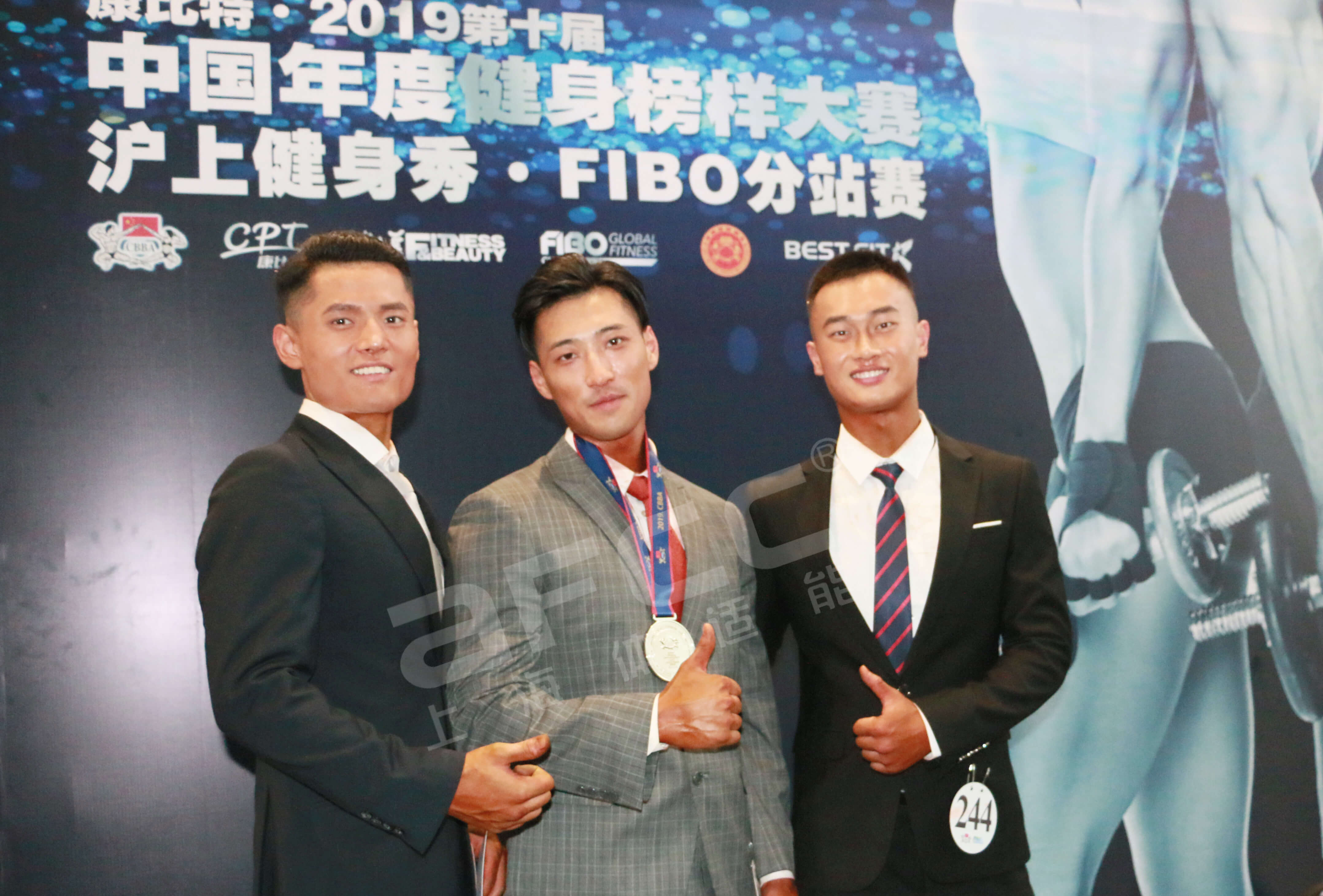 经过两日激烈的角逐,上海健身健美协会体适能健身学院代表队以团体总分全场第一的战绩,圆满收官