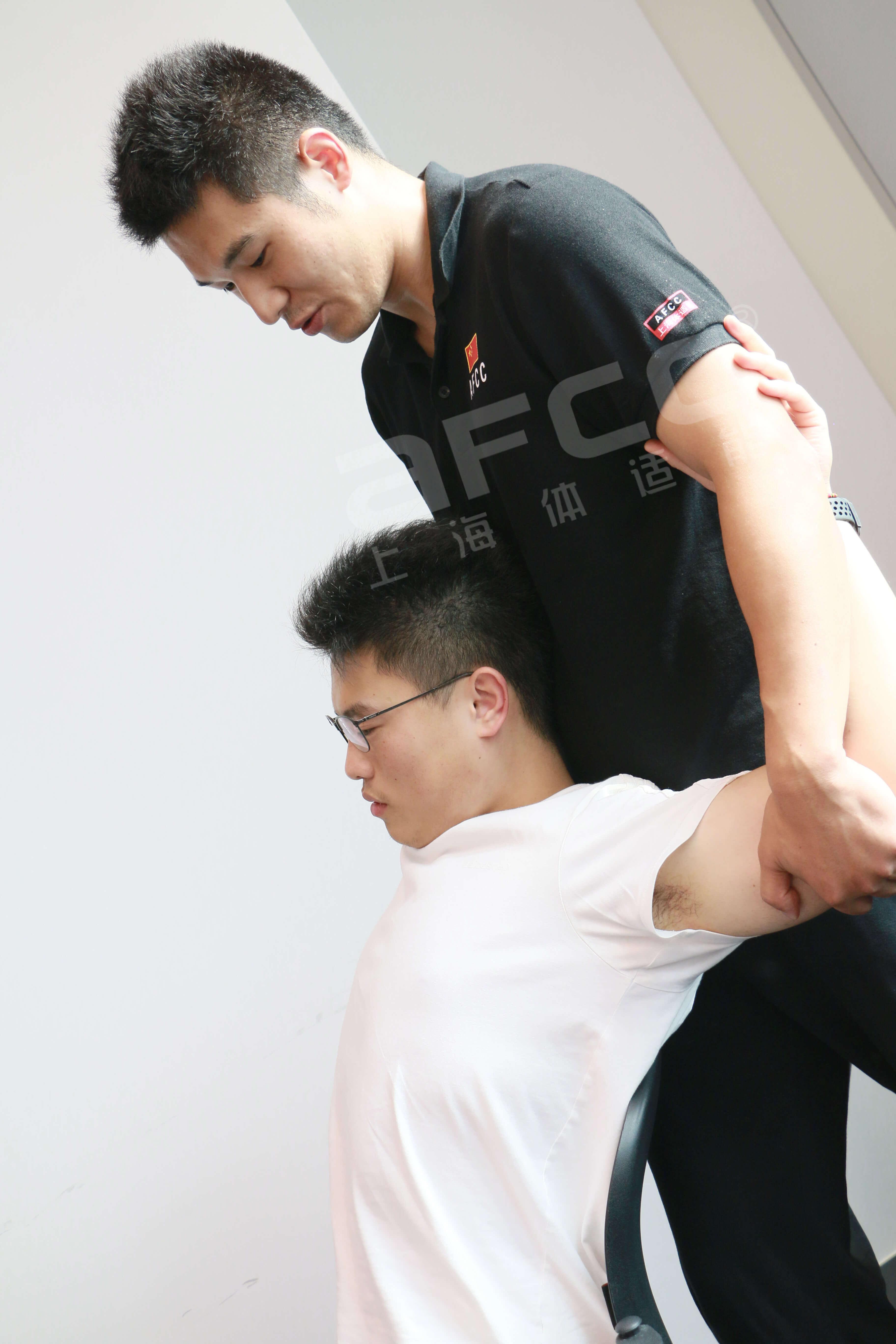 上海体适能导师为中国移动人员缓解身体不舒服的情况