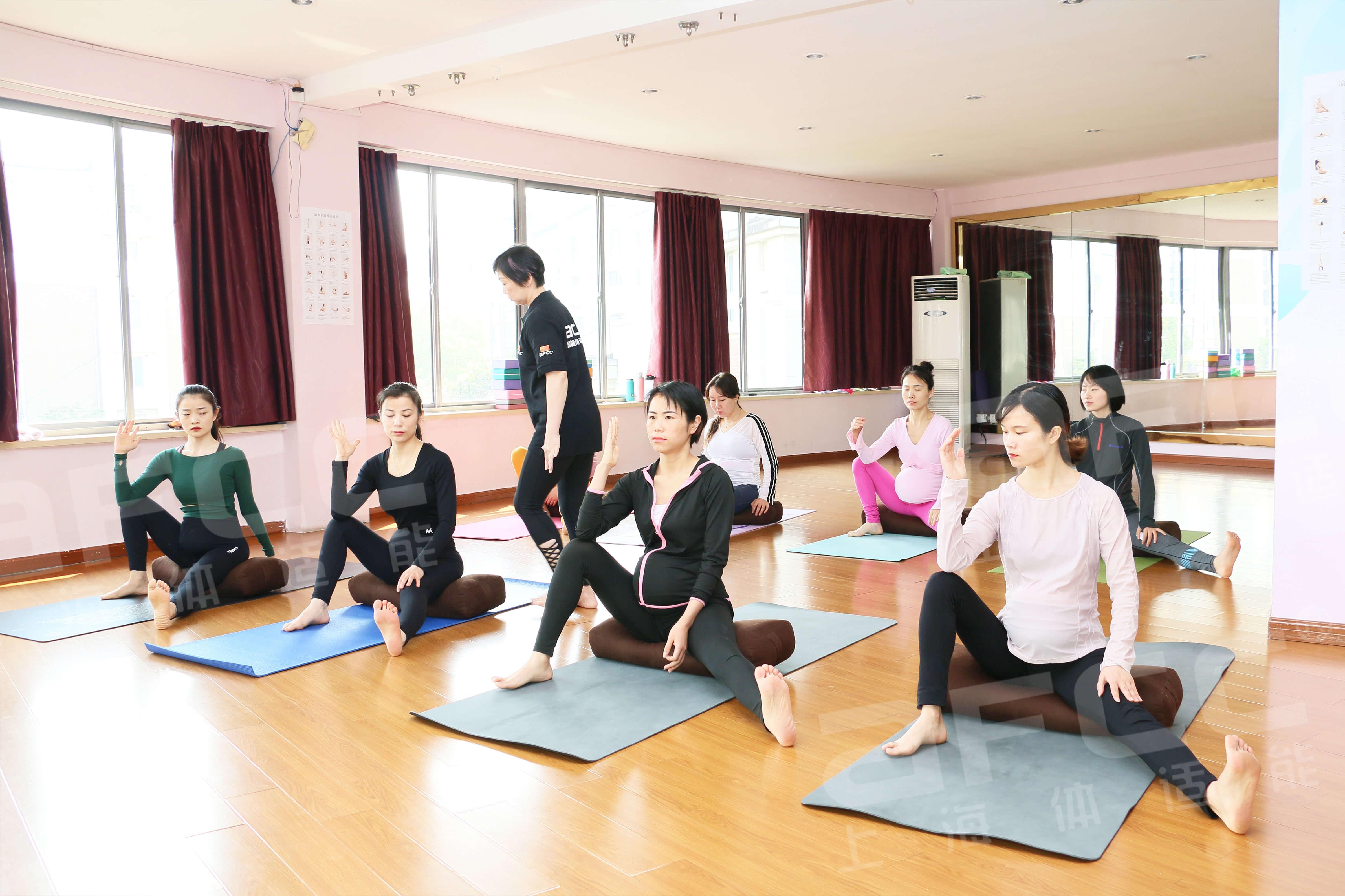 上海体适能特别融入瑜伽轮的教学内容
