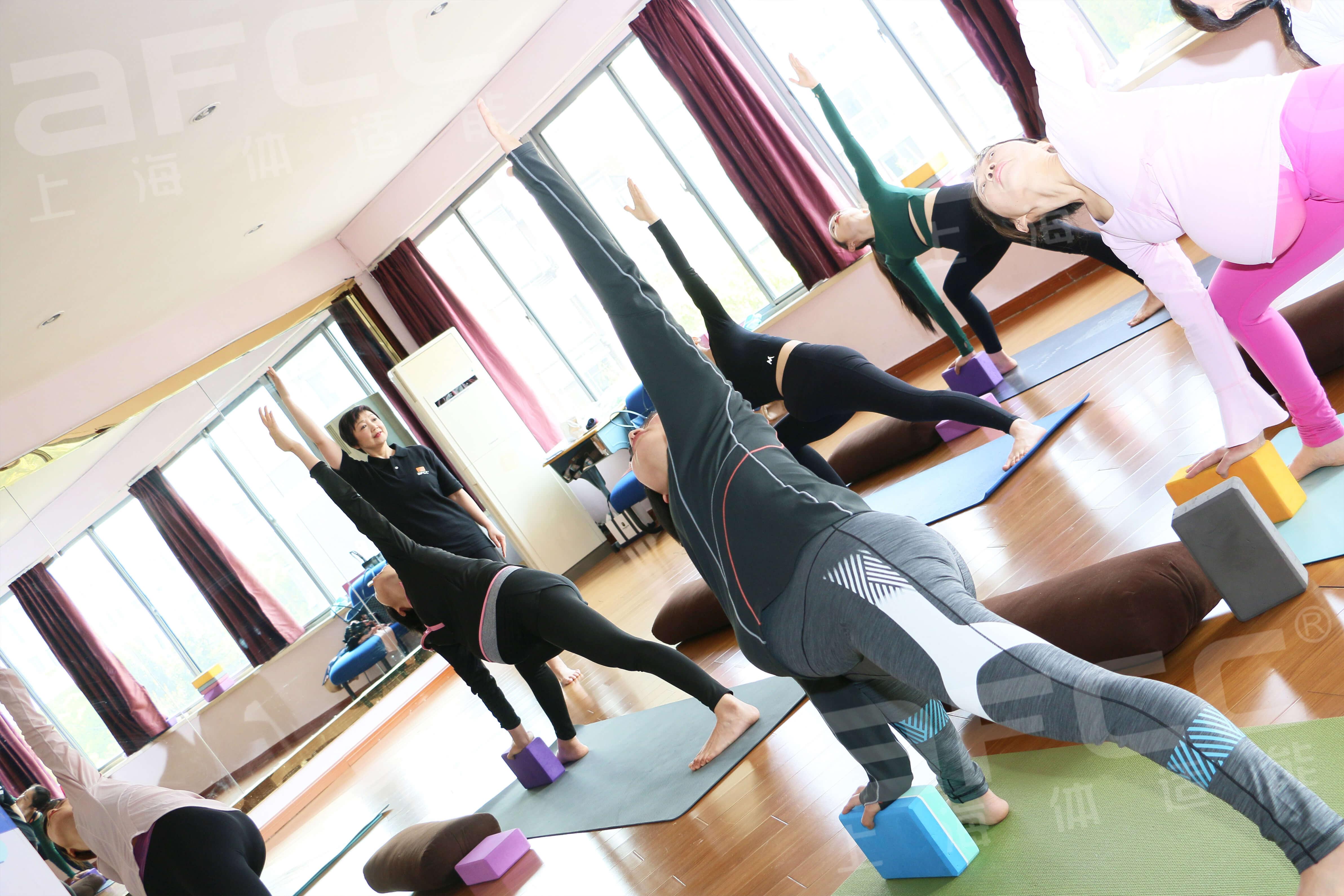 阳瑜伽,高温瑜伽也叫热瑜伽
