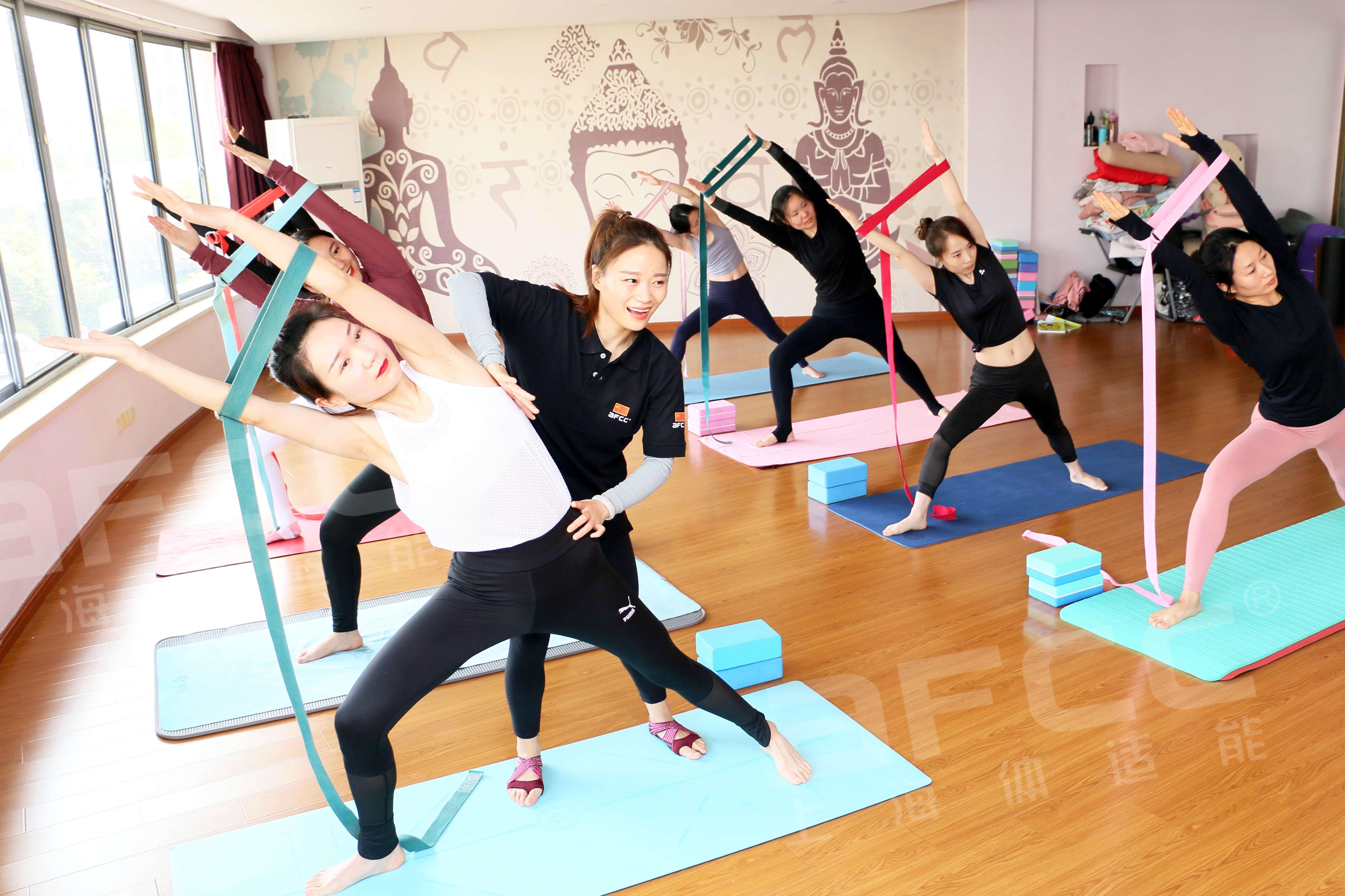 空中瑜伽也成为团操教练学习热门的课程之一