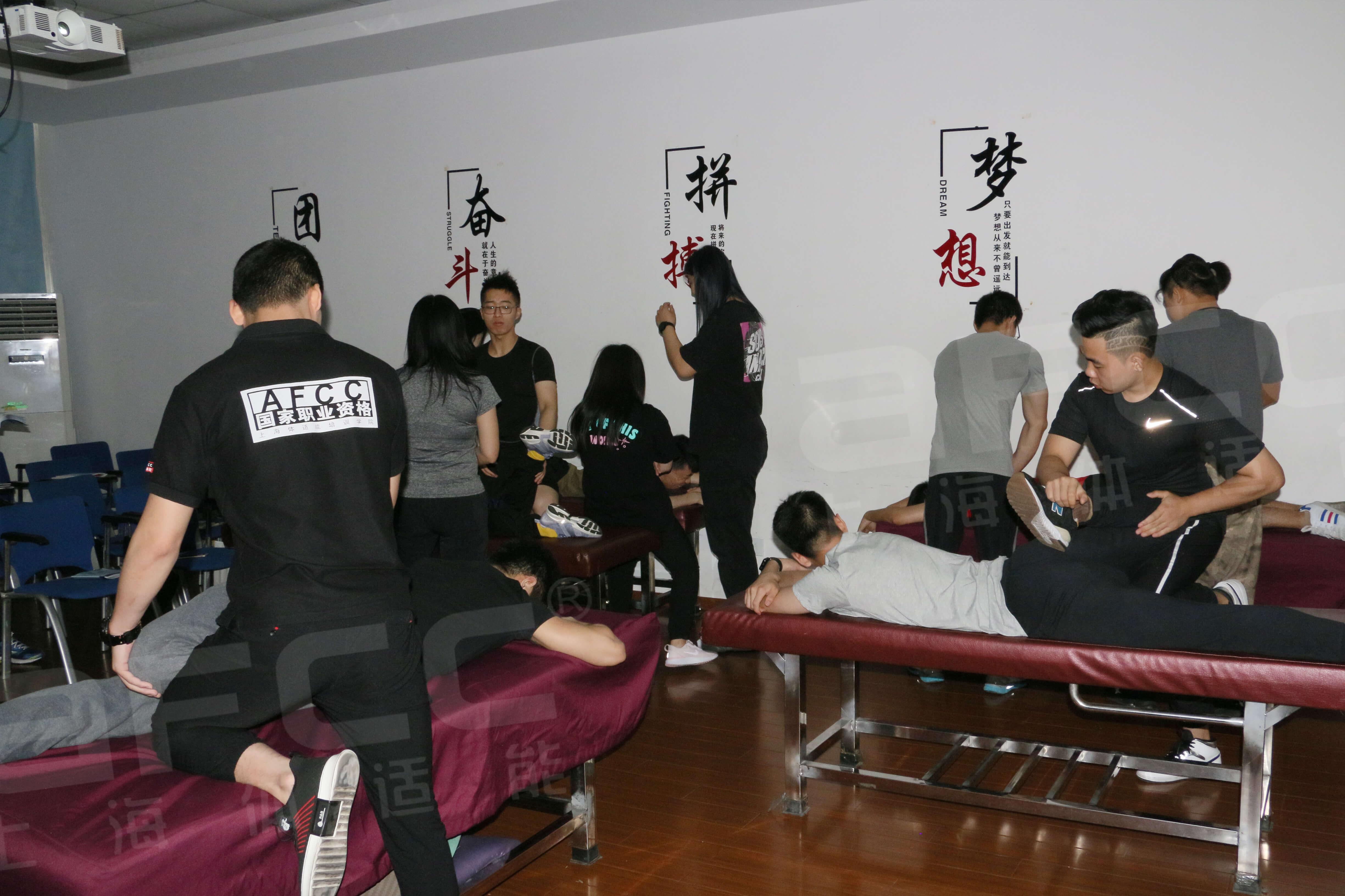 针对腰痛伴活动度不足,节段性躯体障碍,腰椎过直、反弓、曲度变大等